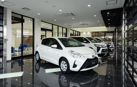 店内の様子・屋内新車展示スペース