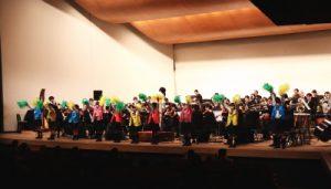 マイネ親子ふれあいコンサート、酒門小学校の演奏とダンス